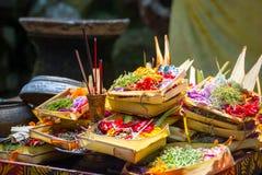 Hindische Angebote am Tempel in Bali, Indonesien Lizenzfreie Stockbilder
