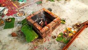 Hindische Hochzeit yagna Zeremonievorbereitung Lizenzfreie Stockbilder