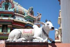 Hindische Skulptur an Tempel Sri Mariamman lizenzfreies stockbild
