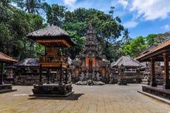 Hindische Tempel im Affe-Wald in Ubud, Bali Stockfoto
