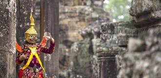Hindoese deity met handengebaren stelde door een acteur in colorfu weer in Stock Afbeelding