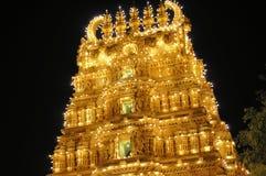 Hindoese die Tempel in India bij nacht wordt verlicht Stock Foto