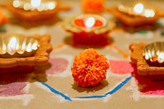 Hindoese divalirangoli van het goudsbloem nieuwe jaar stock foto