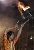 Hindoese Mens bij de Ceremonie van Ganga Aarti Stock Afbeeldingen