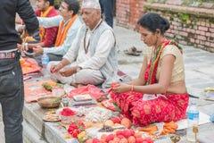 Hindoese priesters, Janai Purnima, het Festival van Rakshya Bandhan in Pashupat stock afbeeldingen