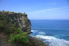 Hindoese Tempel op steile hellingen Oceaanbali Indonesië Stock Fotografie
