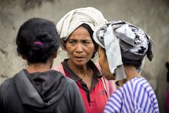 Hindoese vrouw, dorp Toyopakeh, Nusa Penida 21 Juni 2015 Indonesië Stock Foto