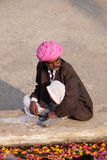 Hindu man offers prayers at the holy lakeside, Pushkar Sarovara, India Royalty Free Stock Photos
