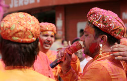 Hindu men celebrating Holi festival Royalty Free Stock Photos