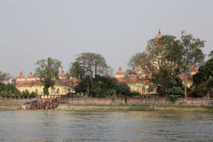 Hindu people bathing in the ghat near the Dakshineswar Kali Temple in Kolkata Royalty Free Stock Images