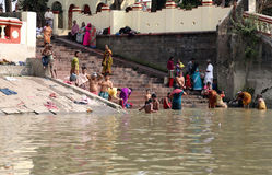 Hindu people bathing in the ghat near the Dakshineswar Kali Temple in Kolkata Royalty Free Stock Photos