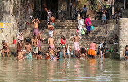 Hindu people bathing in the ghat near the Dakshineswar Kali Temple in Kolkata Stock Photo