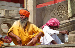 Hindu piligrim man in orange clothes in Varanasi Royalty Free Stock Photos