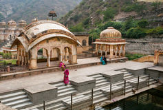 Hindu woman praying near the water tank of the 18th century temple Stock Photos