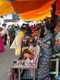Hindu women browse the market Royalty Free Stock Images