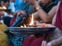 Hinduisk bönritual Arkivbilder