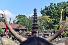 Hinduisk Balinesevattenslott Tirta Gangga, Bali ö, Indonesien arkivfoton