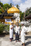 Hinduisk ceremoni, in - Nusa Penida, Indonesien Arkivbilder