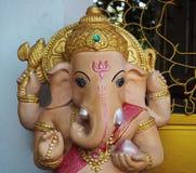 Hinduisk gud Ganesha i templet arkivbilder