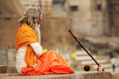 Hinduisk sadhu i Varanasi Arkivbilder