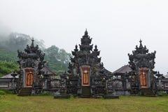 Hinduisk tempel Pura Ulun Danu Buyan på sjön Buyan Arkivbilder