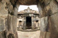 Hinduisk tempel Sambisari - överkant av den centrala delen royaltyfri foto