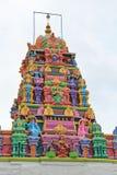 Hinduisk tempel som är färgglad arkivfoton