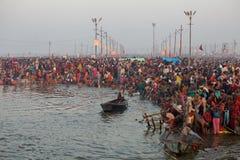 Hinduiska fantaster på den Kumh Mela festivalen arkivfoton
