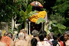 Hinduiska fantaster tar den swamy processionen av lord Subramanya, Hyderabad, Indien arkivbild
