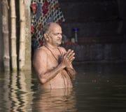 Hinduiska Ghats - floden Ganges - Varanasi - Indien Royaltyfria Foton
