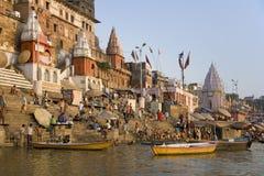 Hinduiska Ghats - floden Ganges - Varanasi - Indien Arkivbilder