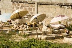 Hinduiska gravar, - Nusa Penida, Indonesien Arkivfoton