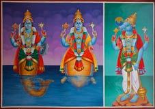 Hinduiska gudar på ett tempeltak Royaltyfri Fotografi