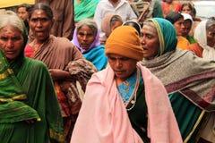 Hinduiska kvinnor på den indiska gatan Fotografering för Bildbyråer