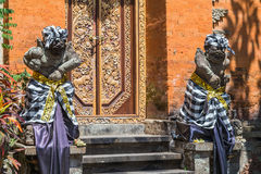 Hinduiska statyer för Balinese i den Ubud slotten, Gianyar, Bali Arkivbilder