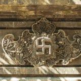 Hinduiskt Swastica symbol i tempel Fotografering för Bildbyråer
