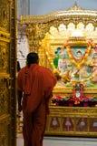 Hinduiskt tillbe för monk royaltyfri foto