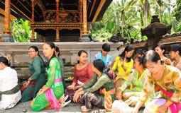 Hinduistische Frauen im Gebet Stockfoto