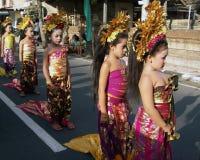 Hinduistische Zeremonie auf den Straßen von Ubud lizenzfreie stockfotografie