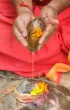 Hinduistischer betender eifriger Anhänger Lizenzfreies Stockbild