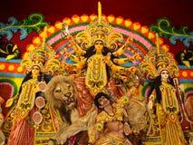 Hinduistischer Tempel, der eine populäre Anzeige bildlich darstellt Stockfoto