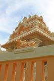 Hinduistischer Tempel, der im Sun glänzt Stockfotos
