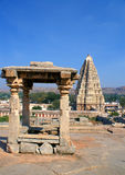Hinduistischer Tempel und Kontrollturm Lizenzfreies Stockbild
