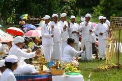 Hindus célèbre Melasti dans Karanganyar, Indonésie photographie stock libre de droits