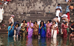 Hindus washing away their sins Royalty Free Stock Photos