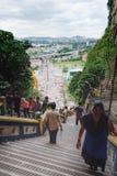 Hinduska kobieta chodzi w górę kroków Batu Zawala się Obraz Royalty Free