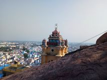 Hinduska religii świątynia w góra wierzchołka gopuram z vinayagar bóg Fotografia Stock