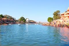 Hinduski pielgrzymki miejsce, kshipra rzeczny szeroki widok przy wielkim kumbh mela, Ujjain, India Zdjęcia Royalty Free