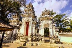 Hinduskiej świątyni kompleks z wiele statuami i modlitwa, Nusa Penida, Indonezja fotografia stock