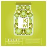 Hineingegossenes Wasserfruchtrezept mit Kiwi Lizenzfreie Stockfotos